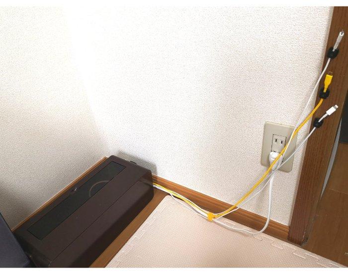 Sinjimoruのマグネットケーブルホルダーでキレイに整理された枕元