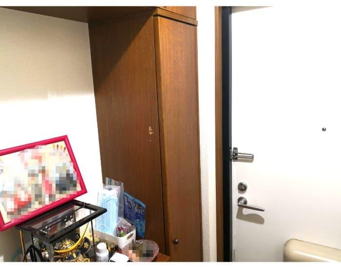 魔法のテープを張る前の我が家の玄関