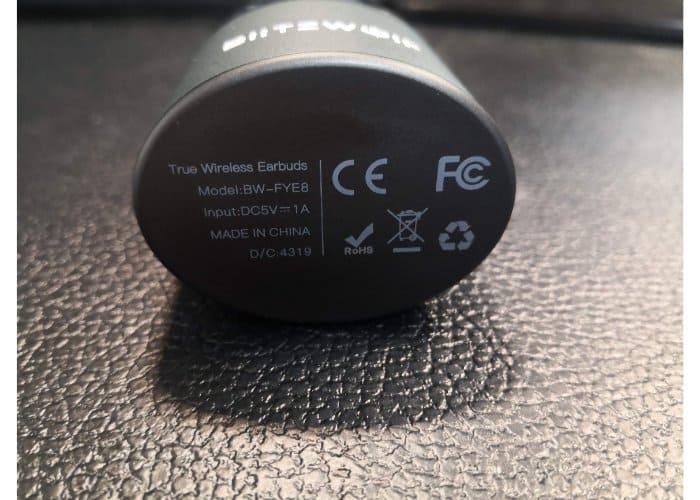 BW-FYE8充電ケース裏面
