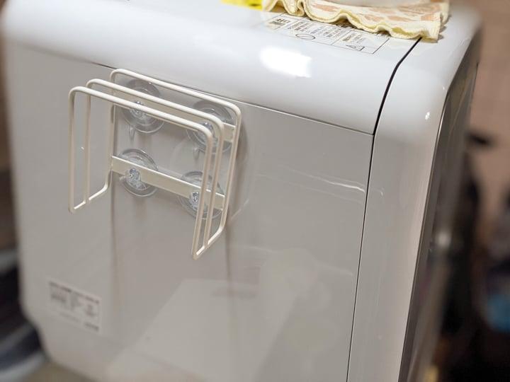 山崎実業の吸盤式まな板ホルダーを食洗機に取り付けたライフハック