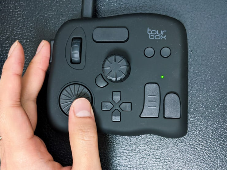 【TourBox Neoレビュー】イラストから画像・動画編集まで作業を効率化できるマルチデバイス