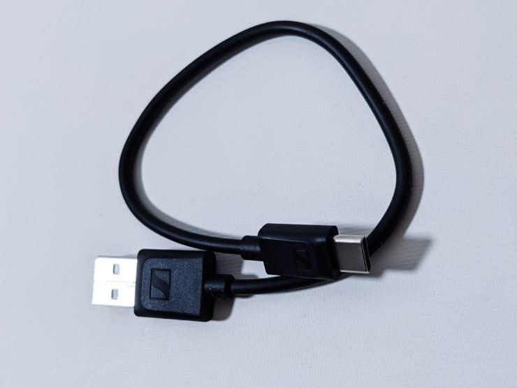 ゼンハイザーCX400BTに付属しているロゴ入りのUSB Type-C充電ケーブル