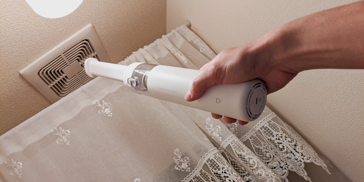 シャオミのハンディクリーナーミニなら軽いからトイレの換気扇もラクラク