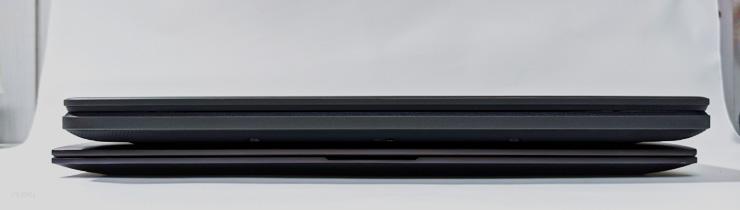 HP ENVY X360とChromebook 712の本体幅の比較。畳んだ状態正面