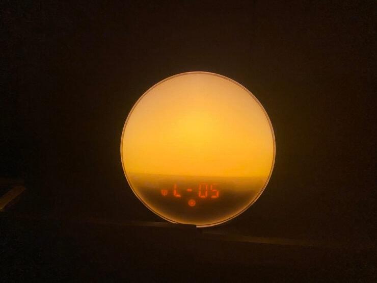 まほむらさんイチオシのガジェットYABAEの光目覚まし時計