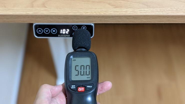 FLEXISPOTの電動昇降デスクの騒音値は50dB