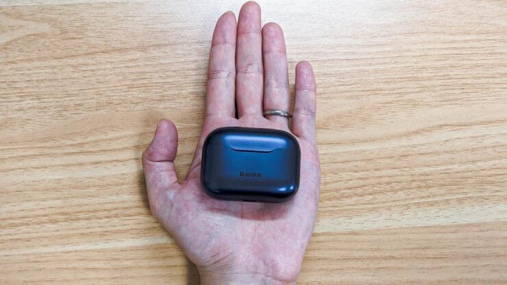 手のひらサイズのSiMU S1 Proのケース